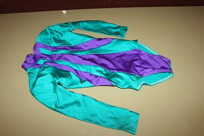 Justaucorps vert et violet – 5€